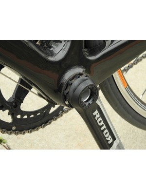 The Rotor 3D+ uses a threaded preload adjuster