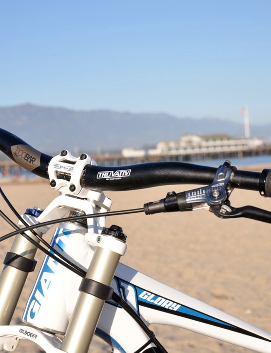With the use of Newcastle Racing Service bar extenders, Riffle is able to run 32in-wide handlebars