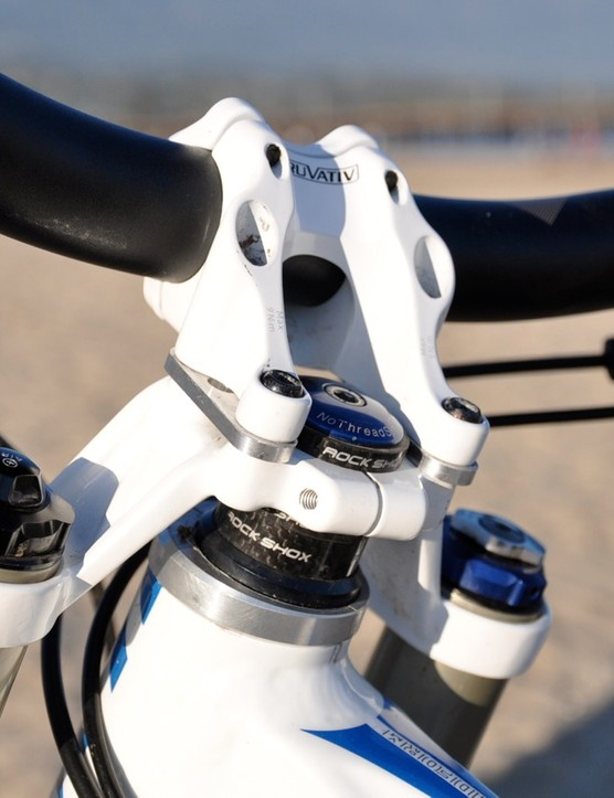 Riffle runs a custom 3mm stem spacer, which requires longer mounting bolts