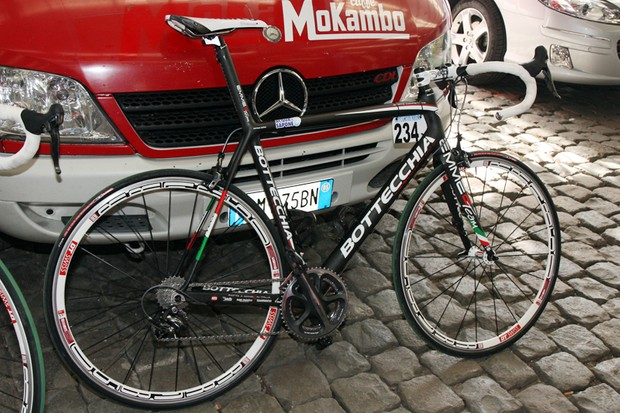 Acqua e Sapone is using Bottechia's EMME2 Team frameset this season.