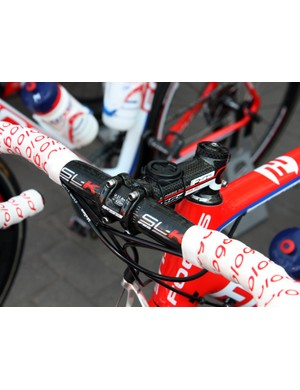 Katusha's Vladimir Gusev uses a carbon bar clamped inside a carbon-wrapped aluminum stem on his team-issue Focus.