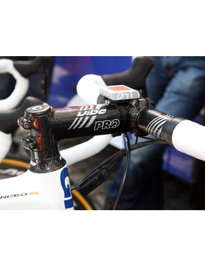 A carbon-wrapped stem and carbon bar decorate the front end of Theo Bos's Rabobank Giant TCR Advanced SL.