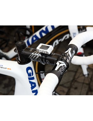 While some riders like Theo Bos opted for a carbon bar, some other Rabobank riders went with an aluminum one instead.
