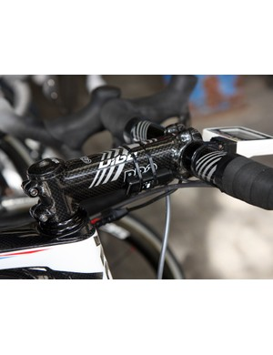 Skil-Shimano mechanics took a different approach towards attaching the Dura-Ace Di2 control box to the stem.
