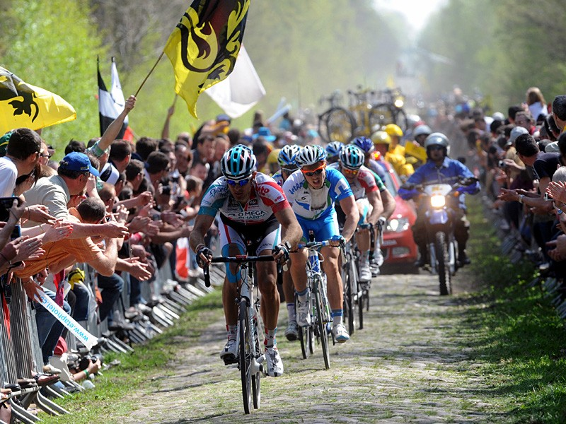 Jurgen Roelandts leads a group through the Arenberg Forest