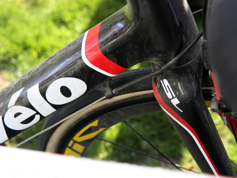 Johan Van Summeren's (Garmin-Cervelo) Cervelo R3 was fitted with Gore Ride-On sealed derailleur cables and housing.