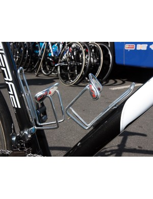No surprises here - Frederic Guesdon (FDJ) has tight-fitting Elite Ciussi Gel cages fitted to keep his bottles from ejecting on the cobbles