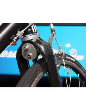 Wow - FDJ mechanics can't be credited for the most elegant solution here but they did come up with a way to attach a long-reach road brake caliper to the front end of Frederic Guesdon's aluminum Lapierre. Unfortunately, the two steel plates that sandwich the crown also reduce much of the radial clearance the fork is intended to provide