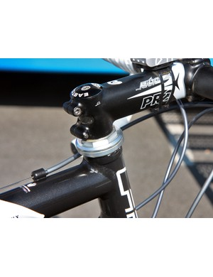 FDJ equipment sponsors Shimano never made threadless headsets so instead of going with another brand, team mechanics modified an old Deore XT headset to fit