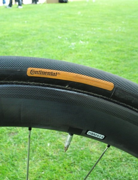 Half of HTC-Highroad used a carbon wheel from HED and a 28mm Paris-Roubaix professional edition tire from Continental