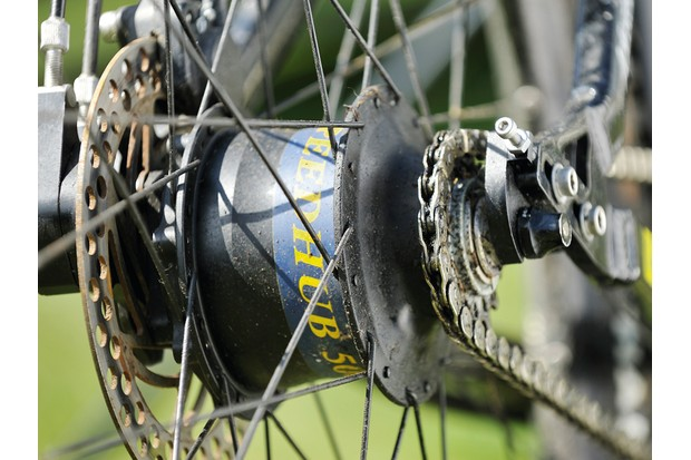 Rohloff's hub gear uses a planetary system to provide 14 distinct, evenly spaced gears
