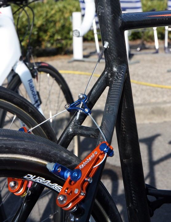 The integrated seatmast allows Giant to run the rear brake line directly through the top tube