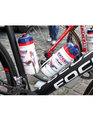 Stout Elite Ciussi Gel cages are mounted to Filippo Pozzato's (Katusha) Focus. The Elite bottles feature dual snap-on and thread-on tops that are designed to blow out if run over to help prevent crashes