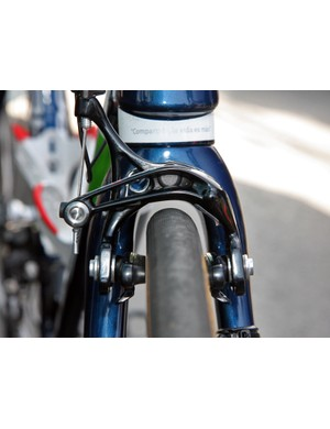 Cable ends are trimmed nice and short on the Movistar team bikes