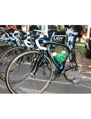 While Movistar riders ran a mix of Pinarello Dogma and KOBH frames, Sky used the KOBH across the board