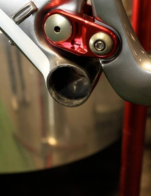 The BB92 bottom bracket shell is completely open to the seat and down tubes