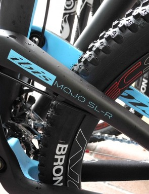 The swingarm is one-piece with a stiffening support that spans the non-drive seat and chainstay