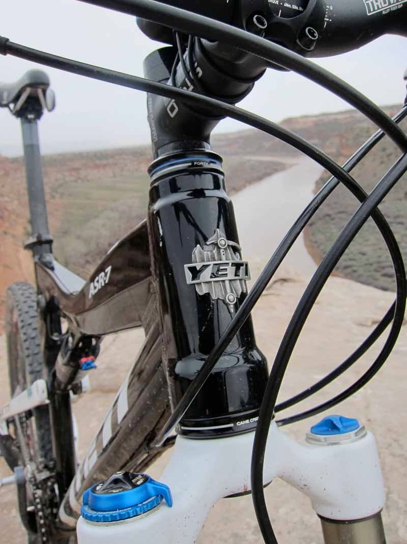 Yeti's cast-aluminum badge mounted on front of the tapered head tube provides the kind of bling that some riders are looking for