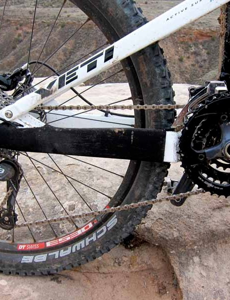 Yeti provide a mix of SRAM X7, X9 and a Shimano SLX front derailleur for the drivetrain in their most economical Enduro build kit
