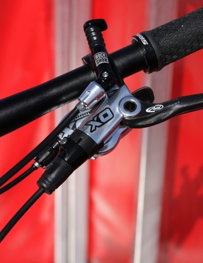 X0 Silver controls matched with a black RockShox Reverb remote
