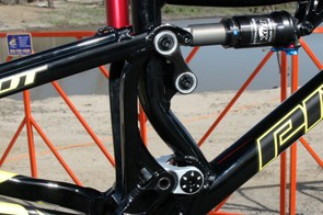 The seat tube is kinked so as to clear the lower link