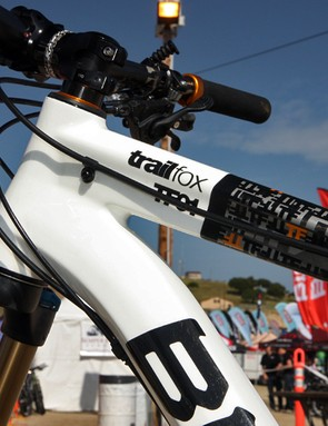 Up front is a tapered head tube for 1-1/8 to 1-1/2in steerers. Note the built-in guides for a telescoping seatpost