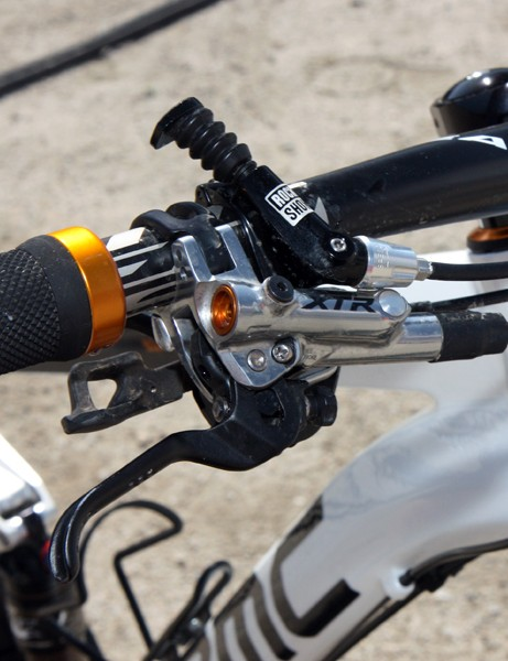 The top-end complete build includes a Shimano XTR group and RockShox's excellent Reverb dropper seatpost
