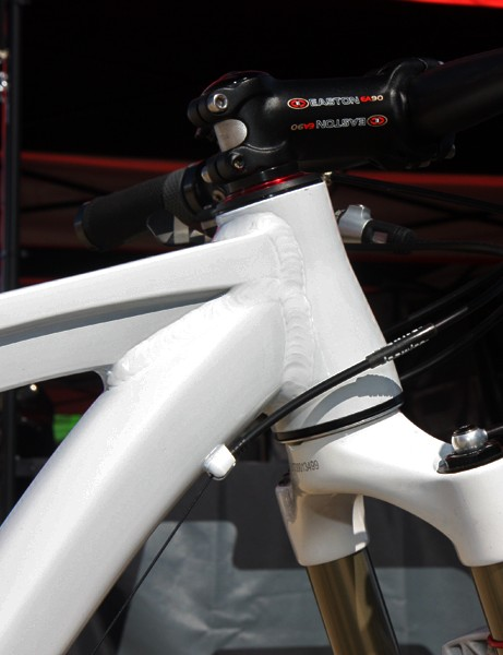 The tapered head tube on BMC's 29er hardtail prototype is notably short to enable an appropriately low bar position