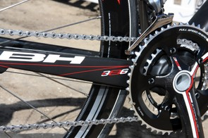 The large-diameter bottom bracket shell offers plenty of room for extra-tall and thick chain stays.
