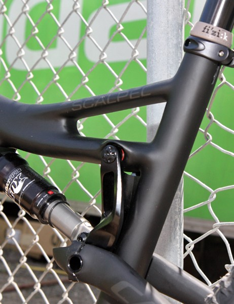 The split top tube offers good support for the seat tube
