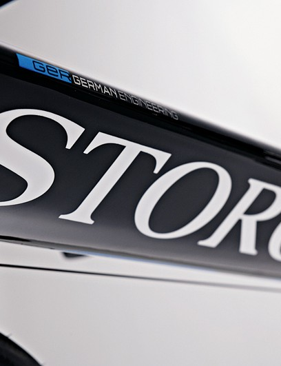 Big triangular down tube mimics Storck's range-topping Aero 2 time trial bike