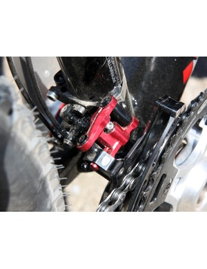 Acros A-GE designer Christophe Muthers incorporated a tiny slant parallelogram for the front derailleur