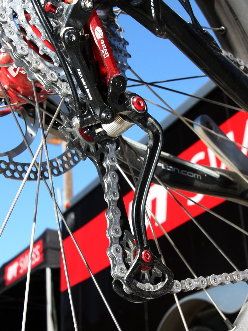 The triangulated aluminum derailleur pulley cage is decidedly minimal in appearance