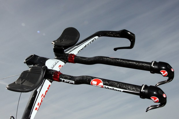 Vision's new Metron LFA aerobar uses a sleek, integrated stem that supposedly cuts down on aerodynamic drag