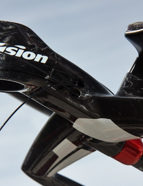 Cables are routed internally on Vision's new Metron LFA integrated aerobar
