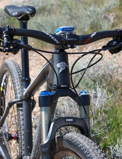 We appreciated the 685mm handlebar width; even on a hardtail the trend of wider being better seems to hold true, given your trails aren't too tight