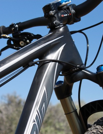 The tapered steerer and adjoining tubes offer excellent steering stiffness