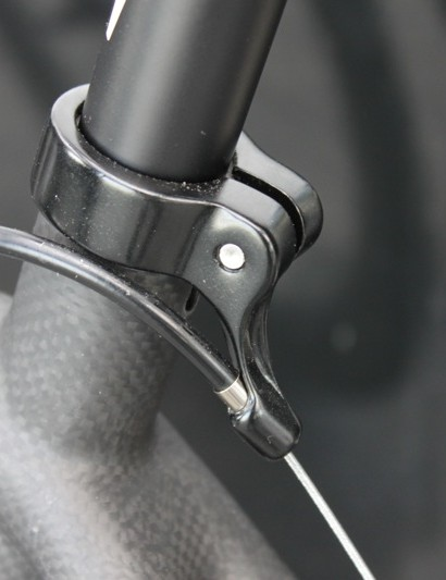 While the F2X comes with linear brakes and doesn't need a rear cable hanger, other models will be equipped with one integrated to the seatpost clamp