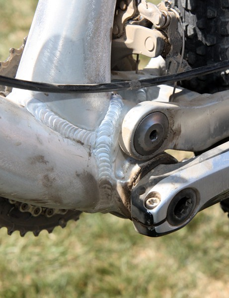 The press-fit bottom bracket shell allows for a wider and stiffer down tube plus more widely set main pivot bearings
