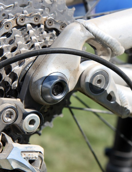 The 142x12mm through-axle rear end features a sturdy-looking derailleur hanger