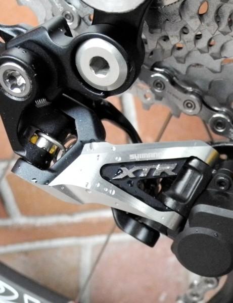 Shimano's XTR M985 Shadow Plus rear derailleur