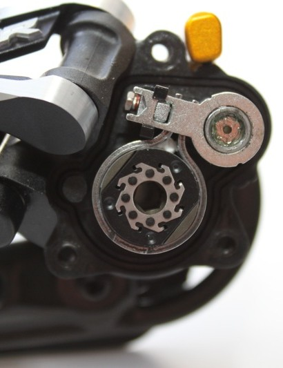 A look inside at the friction mechanism; the switch is turned 'on' which tightens the band around the center ratchet