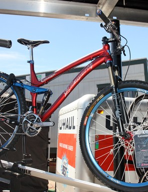 Ellsworth revamped their Evolution 29er last year with a swoopy new tubeset and a tapered head tube.