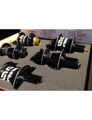 The AM carbon/alloy hubs are in the background, while the alloy XC hubs sit center