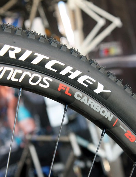 Syncros's new FL Carbon 29 wheelset will come with slightly wider-than-usual 26.5/21mm-wide (external/internal) rims for better tire casing support.  The new rims will be tubeless-compatible with appropriate rim strips, too