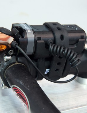 The new Light&Motion Solite 150 is admirably tidy in bicycle mode with the pivoting headlamp attaching directly to the battery and a handy set of rubber straps securing the whole assembly to the stem