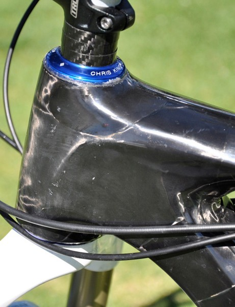 Shaping on the tapered head tube is similar to Giant's TCR road range