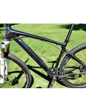 A non-drive side overview of Decker's Giant carbon XtC 29er prototype
