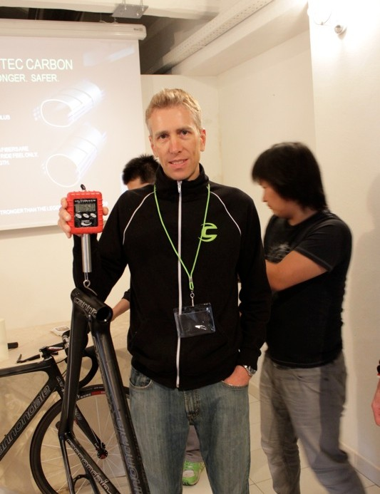 Chris Peck, Cannondale's vice president of R&D holds the new frame on BikeRadar's own scale