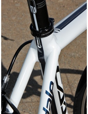 The seat cluster mimics the shape of the Flash carbon hardtail with widely spaced seat stays and a flattened top tube